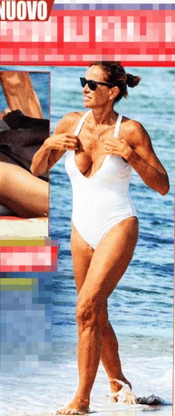 Cristina Parodi saluta l'estate con un topless bollente (Foto)
