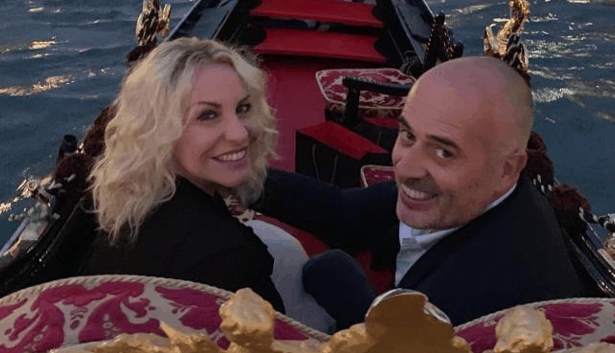 Antonella Clerici e Vittorio Garrone in luna di miele e la conduttrice riceve il regalo più bello (Foto)