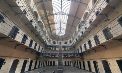 torino agenti polizia penitenziaria arrestati tortura