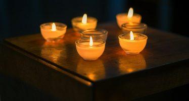 come rimuovere la cera delle candele dai mobili