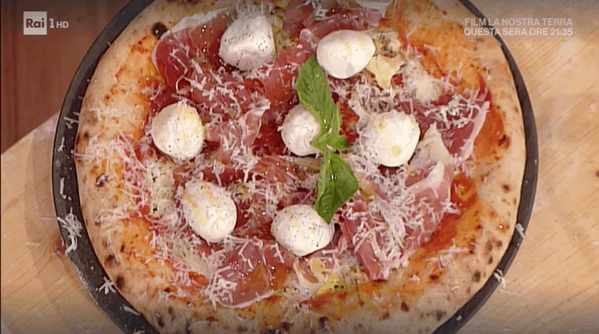 Gino Sorbillo regala la ricetta della pizza col cornicione ripieno, La prova del cuoco 5 novembre 2019