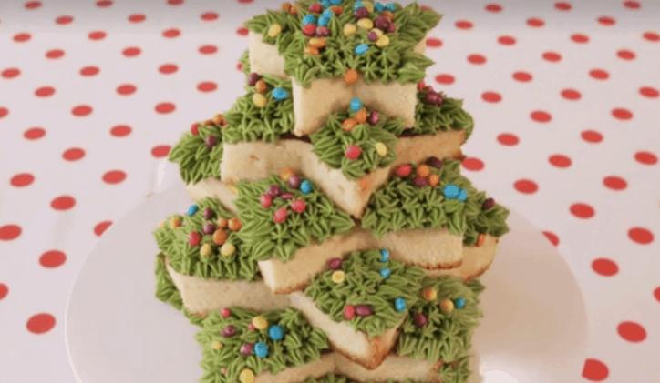 torta di natale con pan di spagna