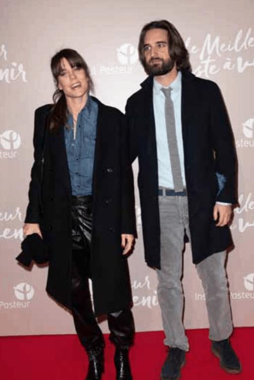 Charlotte Casiraghi con un look trasandato col figlio ma di sera si trasforma con il marito (Foto)
