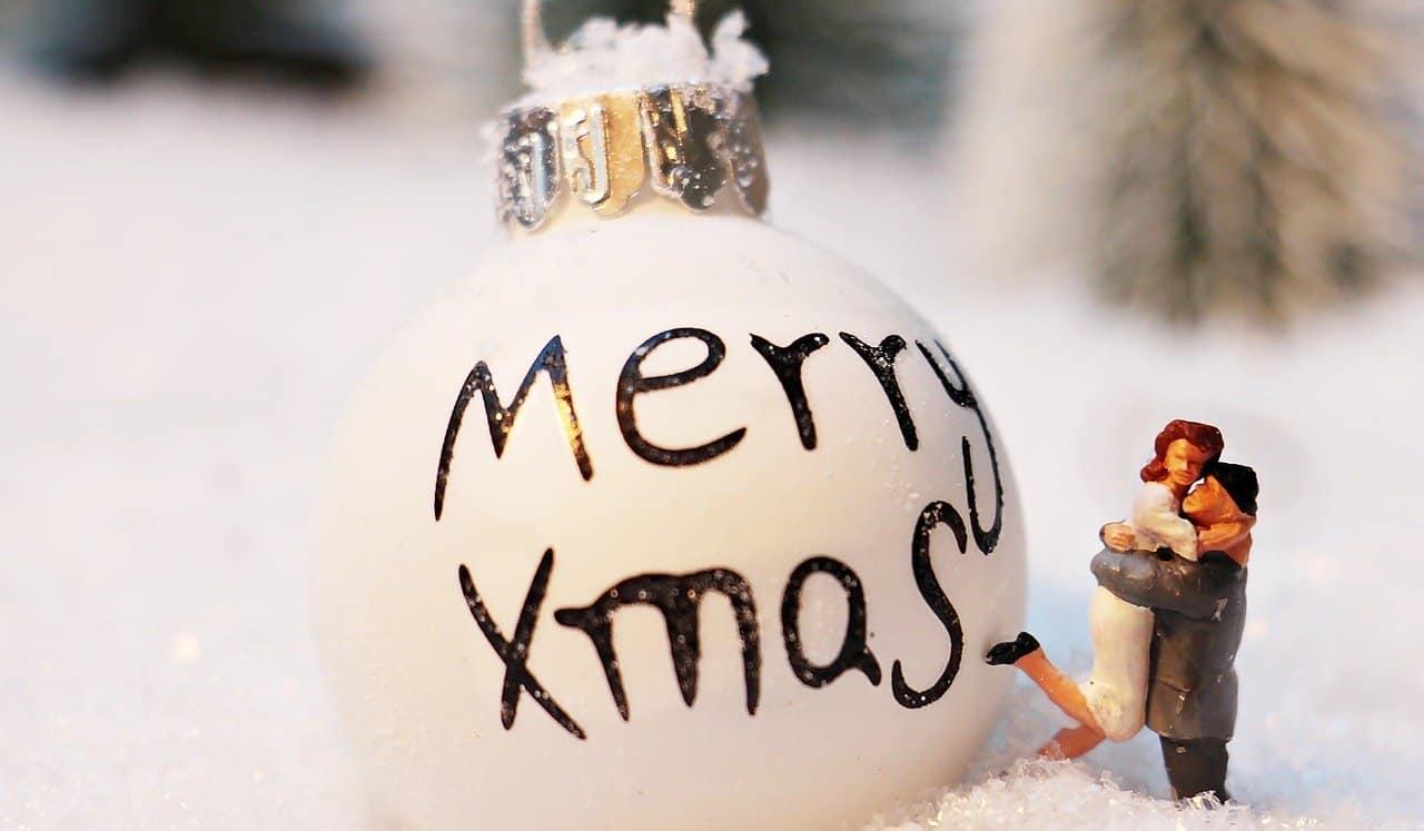 Frasi Romantiche Per Natale.Frasi Romantiche Per Un Natale Di Coppia L Amore Accende Le Feste Ultime Notizie Flash