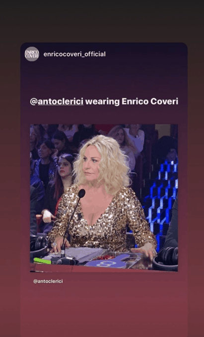 Antonella Clerici illumina Sanremo Giovani con l'abito dorato e la semplicità di sempre (Foto)