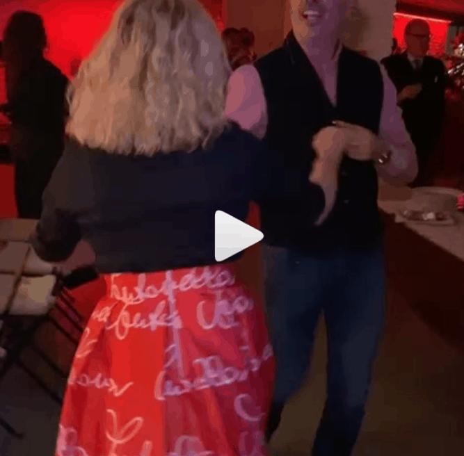 Antonella Clerici e Vittorio Garrone scatenati alla festa di Natale (Foto e Video)