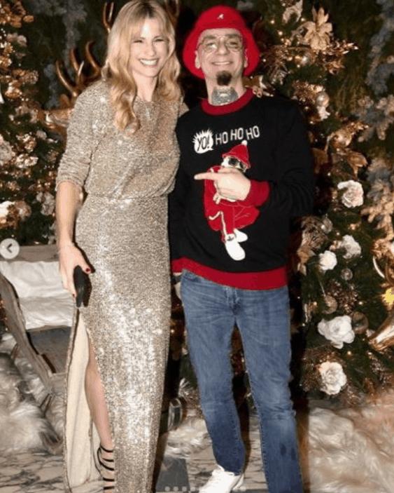 Michelle Hunziker perfetta padrona di casa per il party di Natale con gli amici vip (Foto)