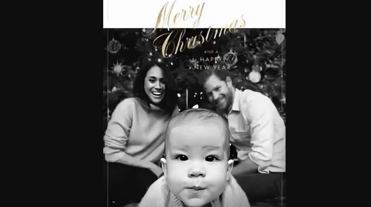 La dolcezza di Archie nella cartolina di Natale con Harry e Meghan fa sorridere il mondo intero