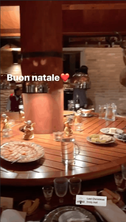 Tutti a casa di Antonella Clerici nel bosco per festeggiare il Natale (Foto e Video)
