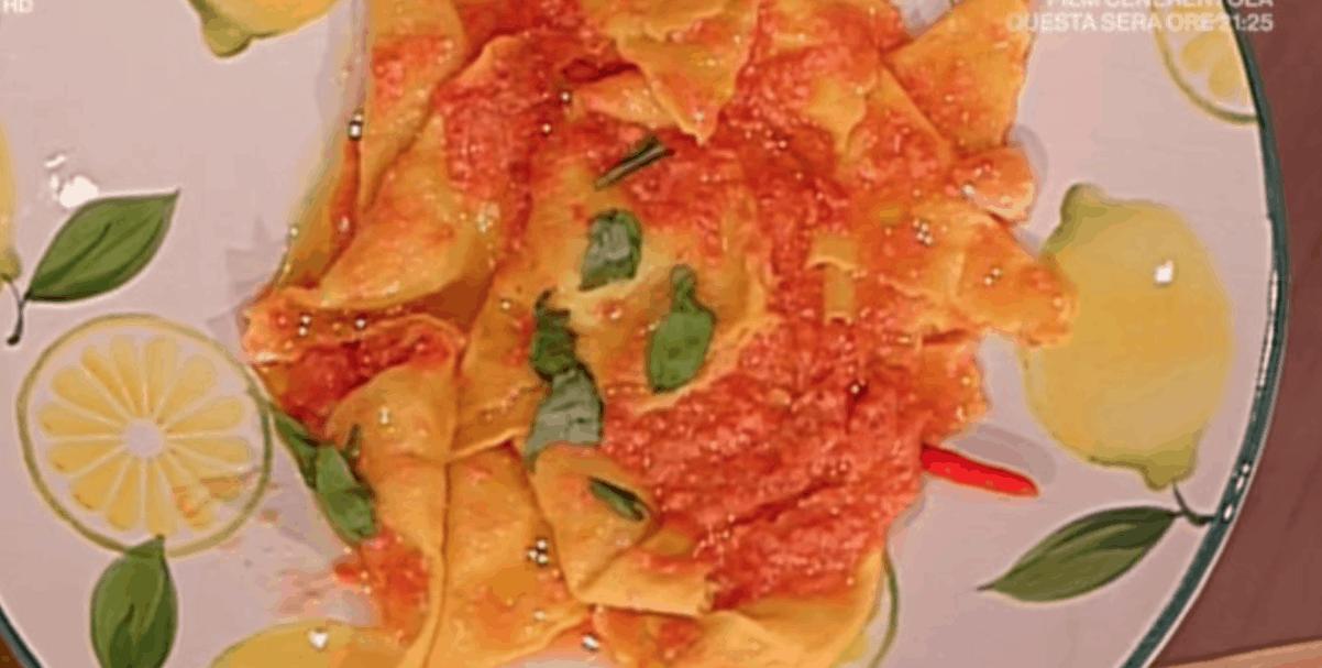 Angelica Sepe e Alessandra Spisni insieme per la ricetta dei triangoli di patate e mortadella a La prova del cuoco