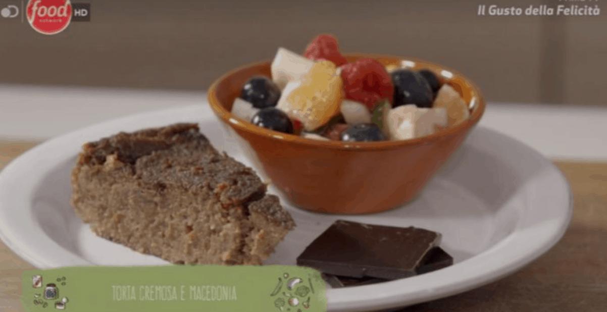 La ricetta di Marco Bianchi della torta cremosa e macedonia da Il gusto della felicità