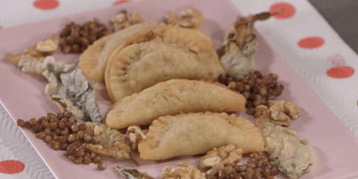Ricette all'italiana per Capodanno panzerotti ripieni di lenticchie di Anna Moroni