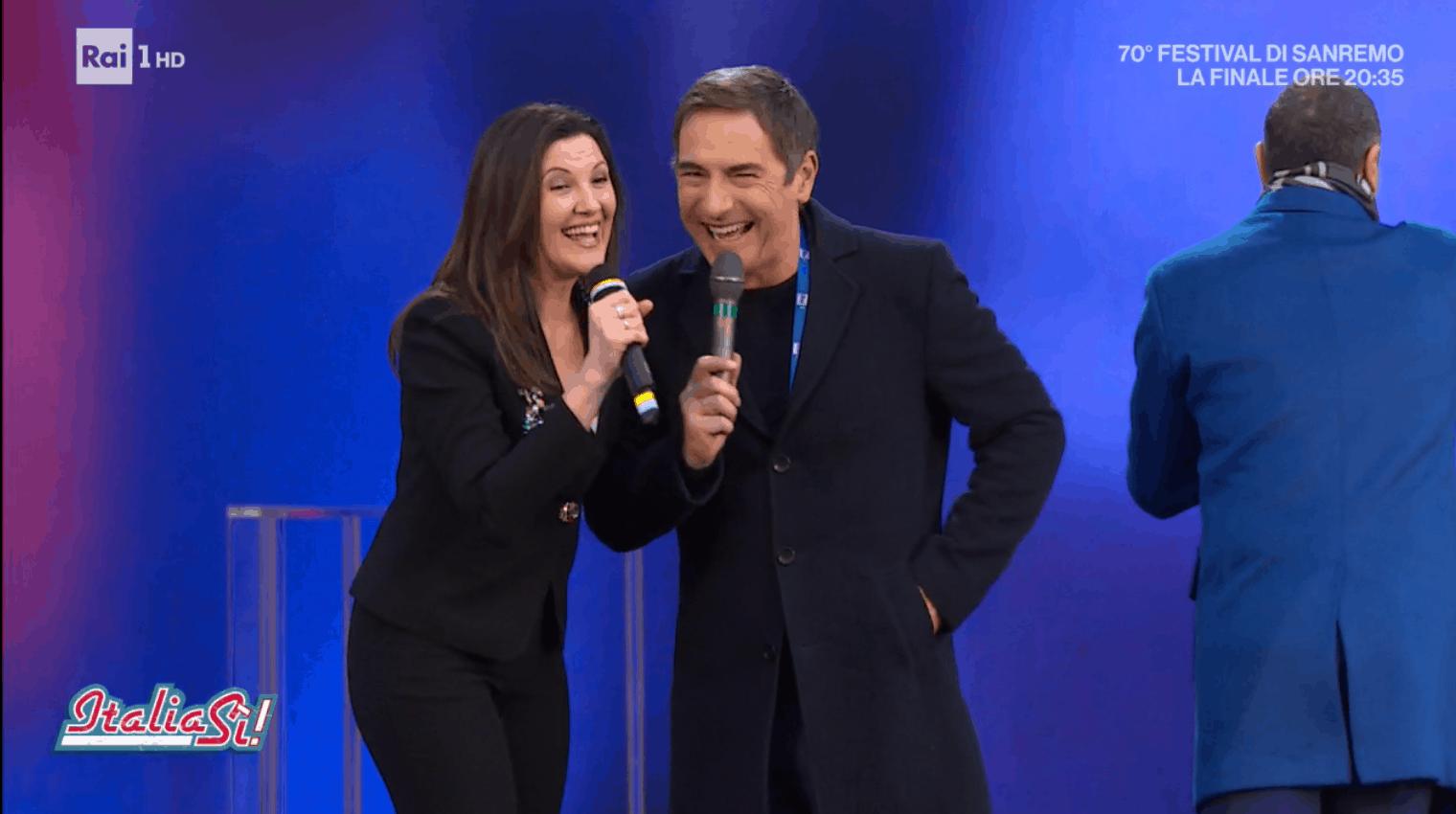 Giovanna Civitillo e Amadeus insieme a Italia sì festeggiano il successo di Sanremo 2020 (FOTO)