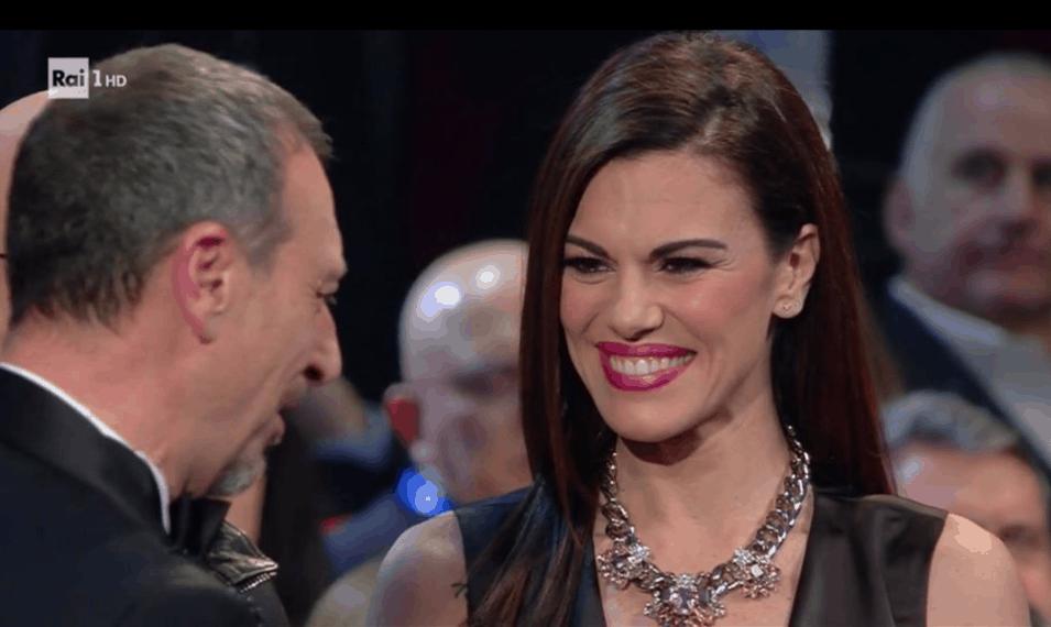 Bianca Gauccero osa con l'abito scollato a Sanremo 2020 anche senza seno rifatto (Foto)