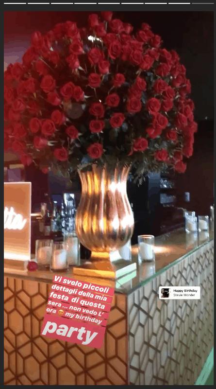 Elisabetta Gregoraci compie 40 anni e festeggia tra regali e rose rosse (Foto)