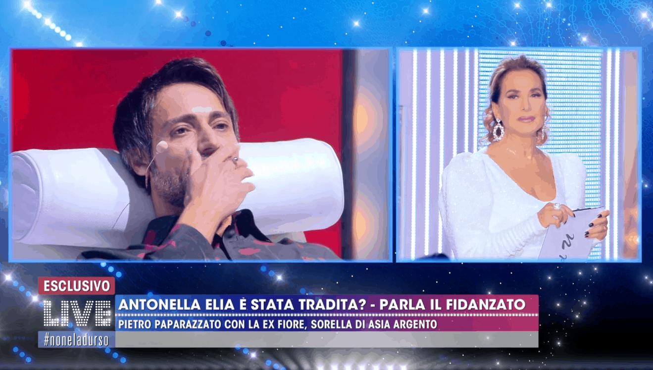 Il fidanzato di Antonella Elia fa la macchina della verità a Live ma poi si lamenta: risultati non veri