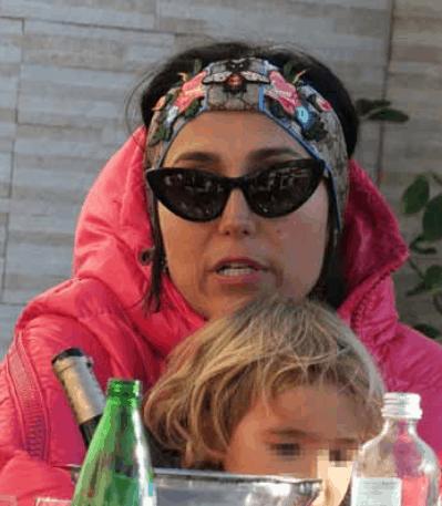 Caterina Balivo stanca dopo la domenica in spiaggia con la famiglia, è una mamma perfetta (Foto)