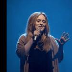 Adele, difficile riconoscerla dopo la trasformazione all'after party degli Oscar (Foto)