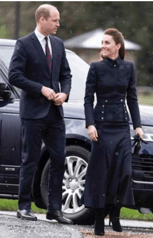 Look perfetto per Kate Middleton, abito castigato ma con gli stivali è favolosa (Foto)