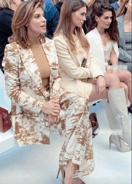 Elisabetta Canalis alla Milano Fashion Week a seno nudo esagera con il niente sotto la giacca (Foto)