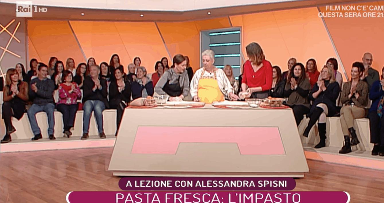L'uragano Jessica Morlacchi a La prova del cuoco ed è subito allegria (Foto)