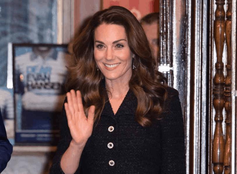 Kate Middleton che chic con le scarpe che scintillano come la borsa (Foto)
