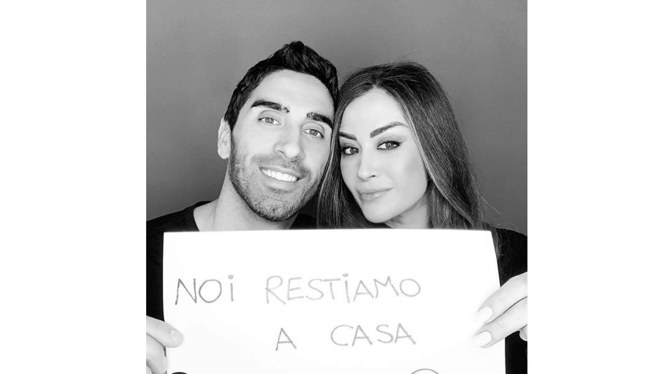 Giorgia Palmas e Filippo Magnini rimandano il matrimonio e restano a casa a cucinare (Foto)