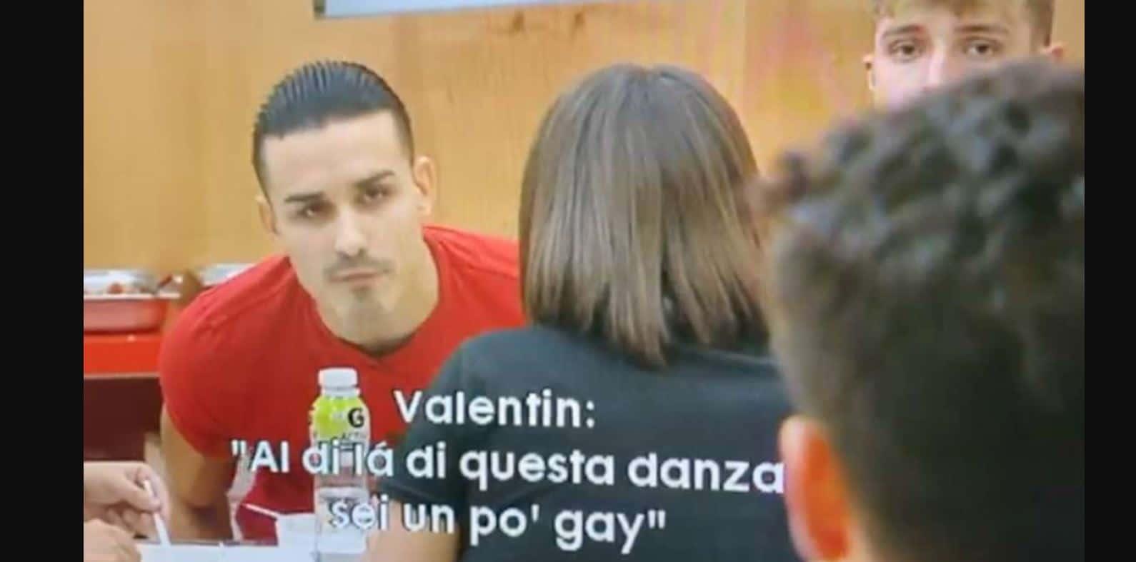 Terzo video su Valentin: omofobo e bullo, frasi choc contro Javier