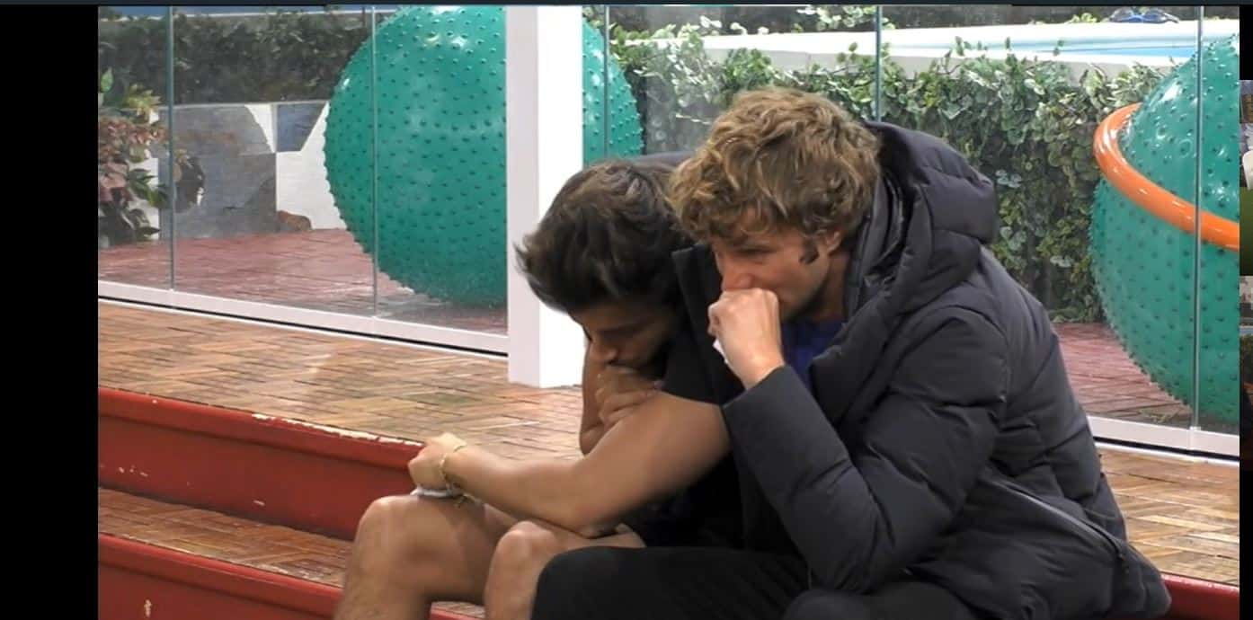 Lacrime al GF VIP per l'uscita di Adriana Volpe: gli amici preoccupati, Zequila non capisce niente