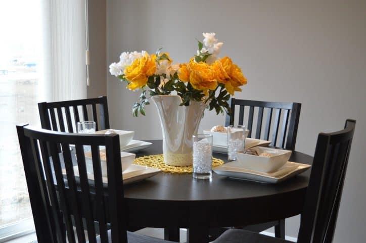 alimentazione sana per la famiglia a tavola