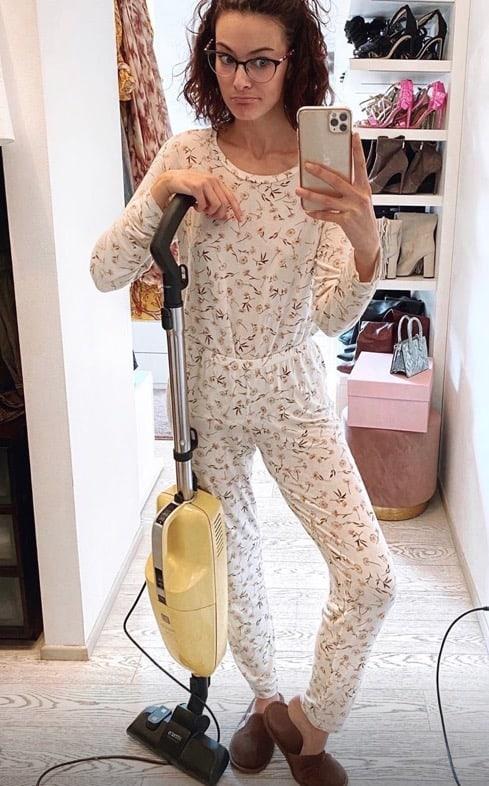 Paola Turani tira fuori tute e pigiami e anche in quarantena è perfetta (Foto)