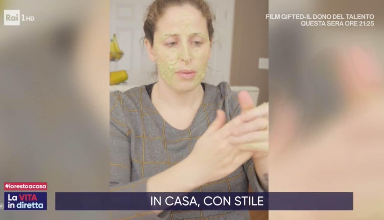 Clio Make Up a La vita in diretta la maschera fai da te per il viso e le mani