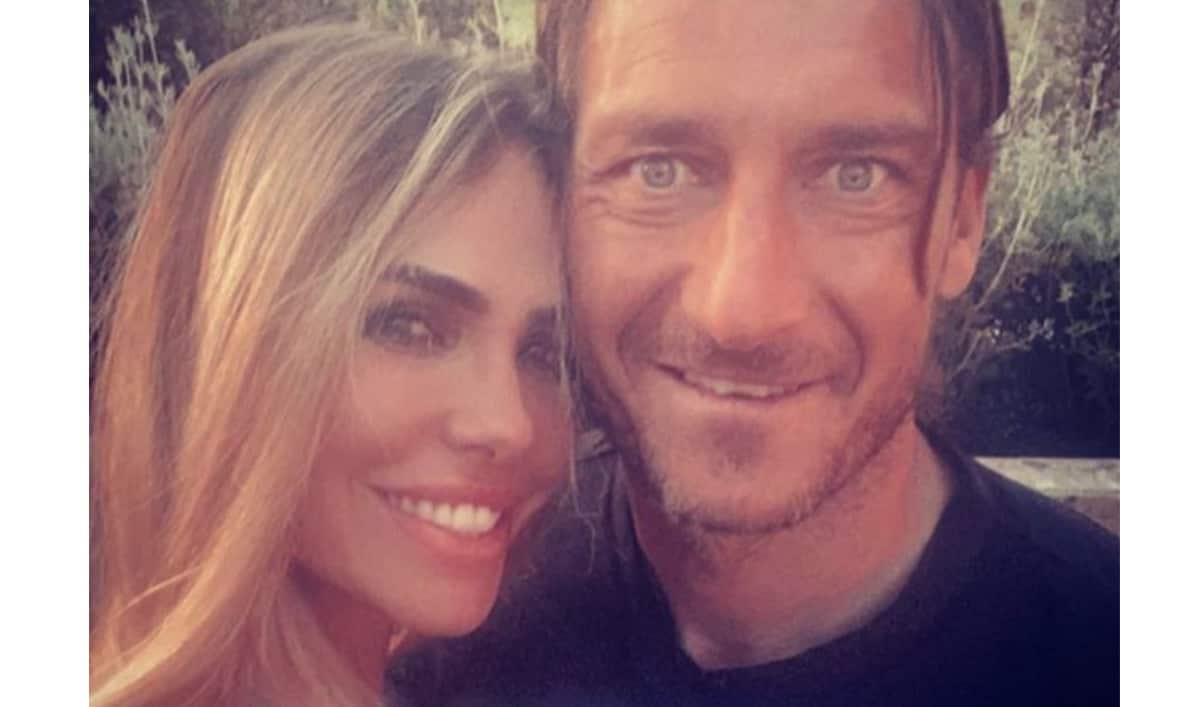 Gli auguri di Francesco Totti a Ilary Blasi, una nuova dichiarazione d'amore (Foto)