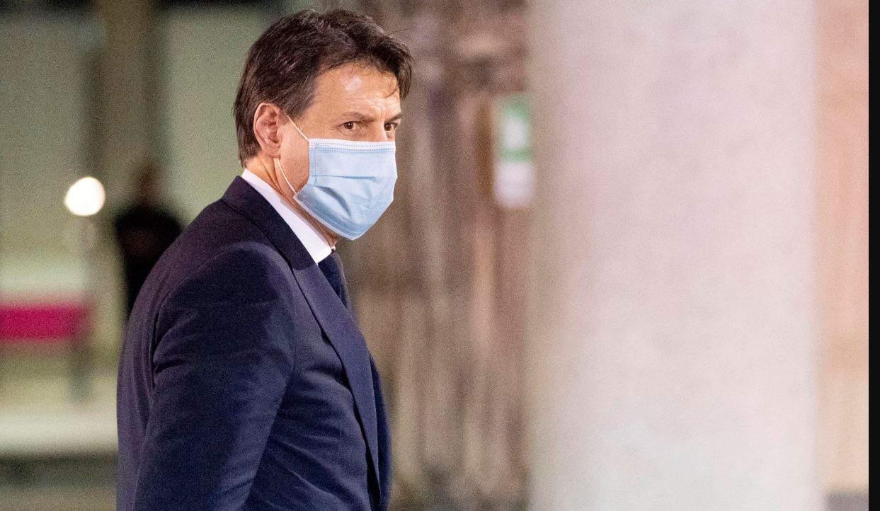 """Giuseppe Conte a poche ore dalla fase 2 lancia un messaggio agli italiani: """"Sono fiducioso, insieme ce la faremo"""""""