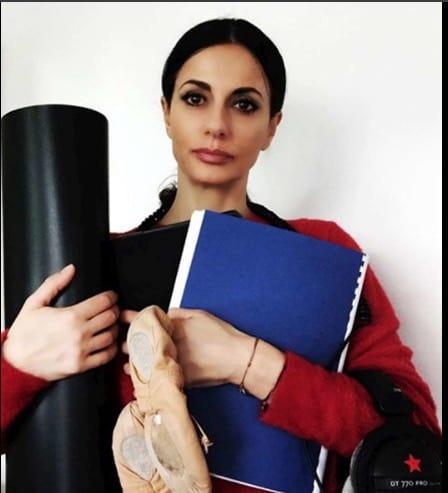 Le vip con la nuova challenge per tenere tutto in equilibrio, da Laura Chiatti a Elena Sofia Ricci (Foto)