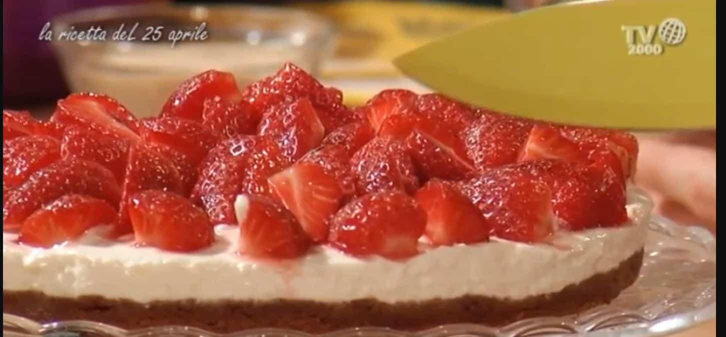 La ricetta semplicissima della cheesecake alle fragole vista in tv