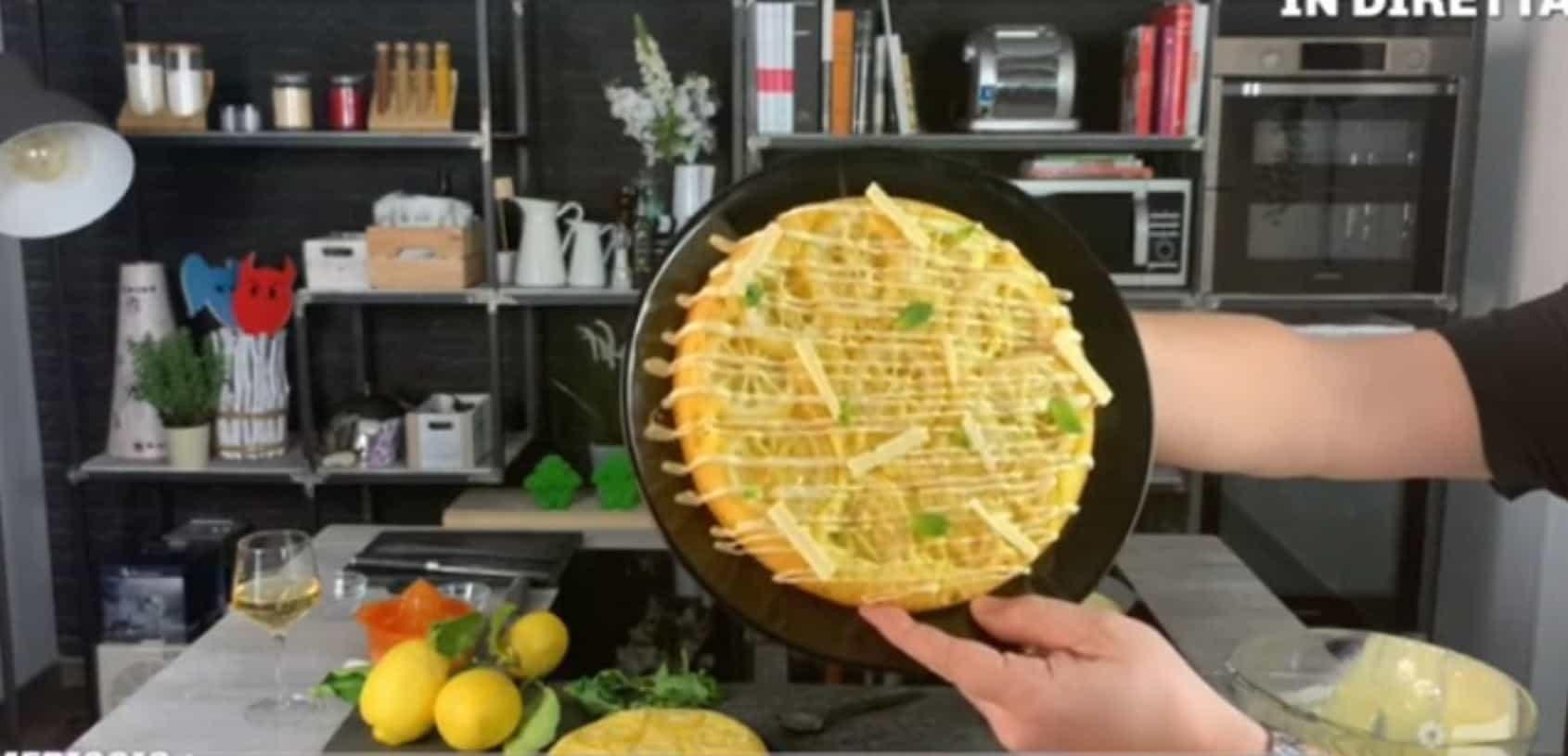 Torta rovesciata limone, cioccolato bianco e menta di Andrea Mainardi: la ricetta da Pomeriggio 5