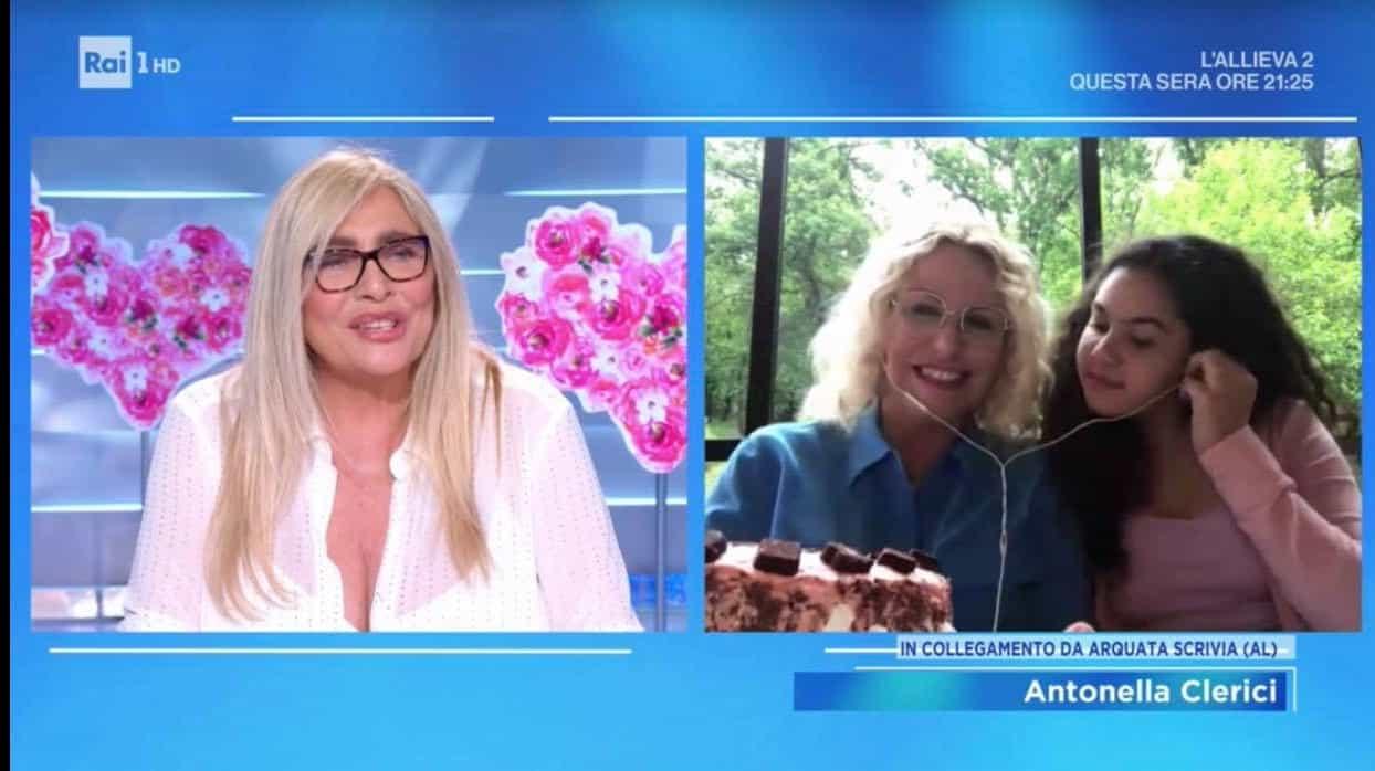Antonella Clerici commossa a Domenica In per la sua famiglia, c'è anche Maelle con la sua torta (Foto)