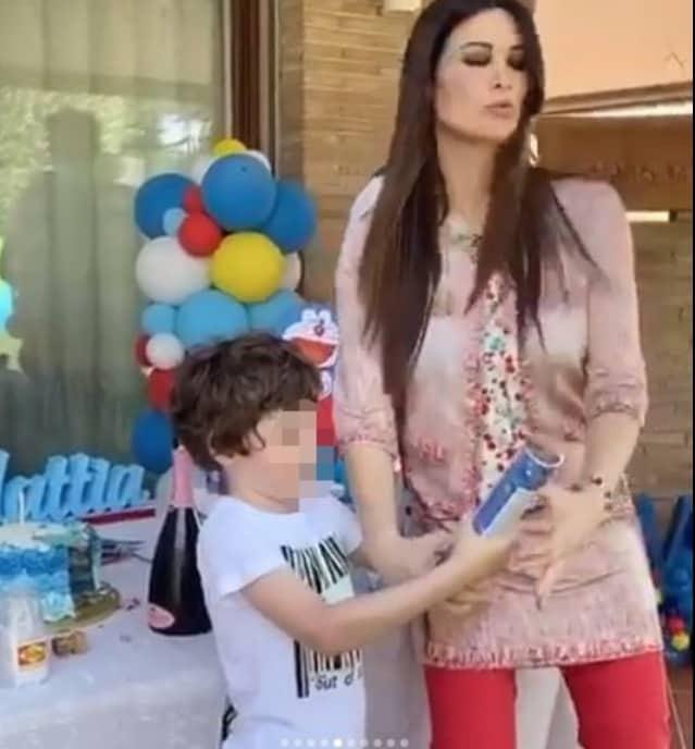 Due feste di compleanno per il figlio di Manuela Arcuri, critiche e auguri (Foto)