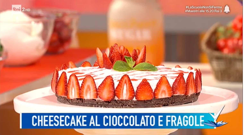 La ricetta della cheesecake alle fragole di Mattia Poggi da Detto Fatto