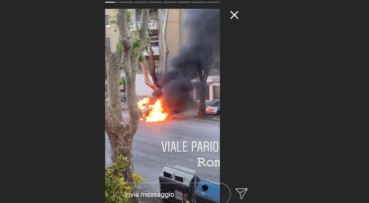 Paura per Adriana Volpe, esplode un'auto e lei riprende tutto (Foto)