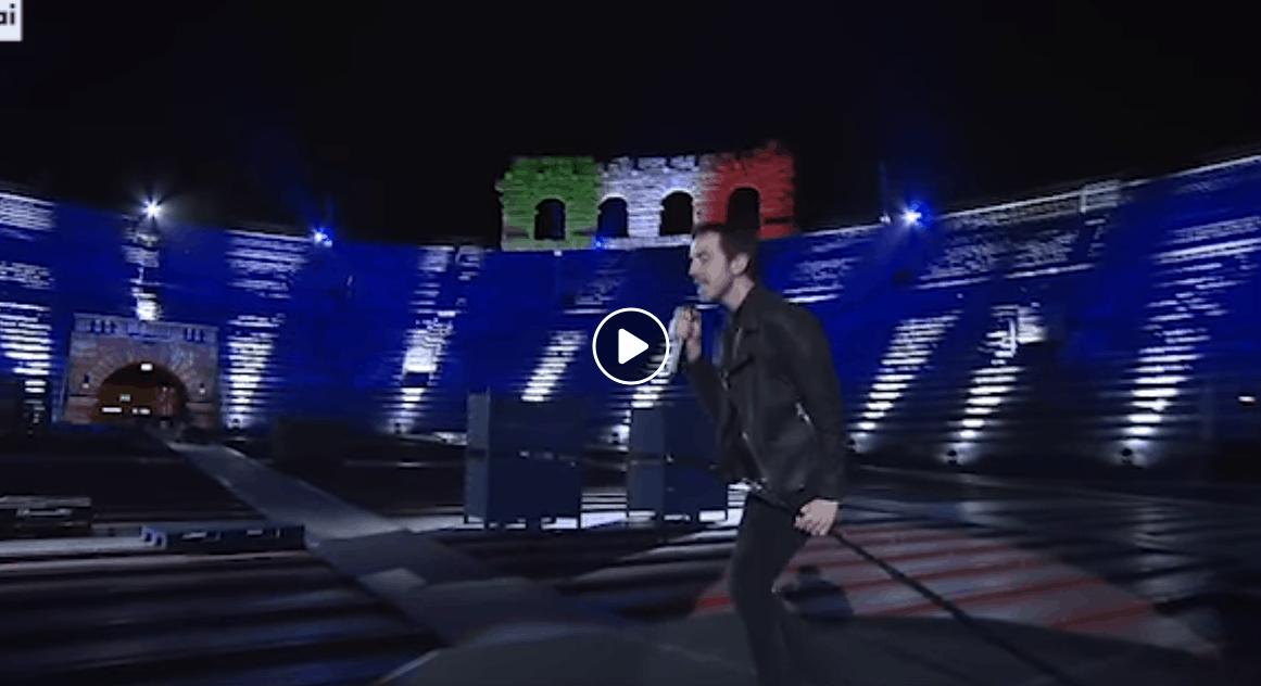 Diodato con Fai Rumore nell'Arena di Verona vuota è da brividi