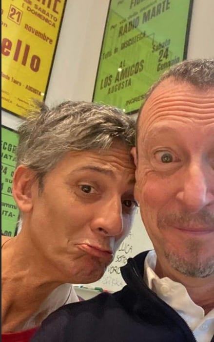 Auguri Fiorello e Amadeus tira fuori le foto del passato e l'unica prova di Sanremo (Video)