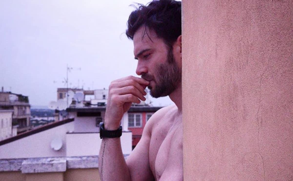 Giulio Berruti confida una orribile cattiveria subita da ragazzino, non è stata l'unica (Foto)