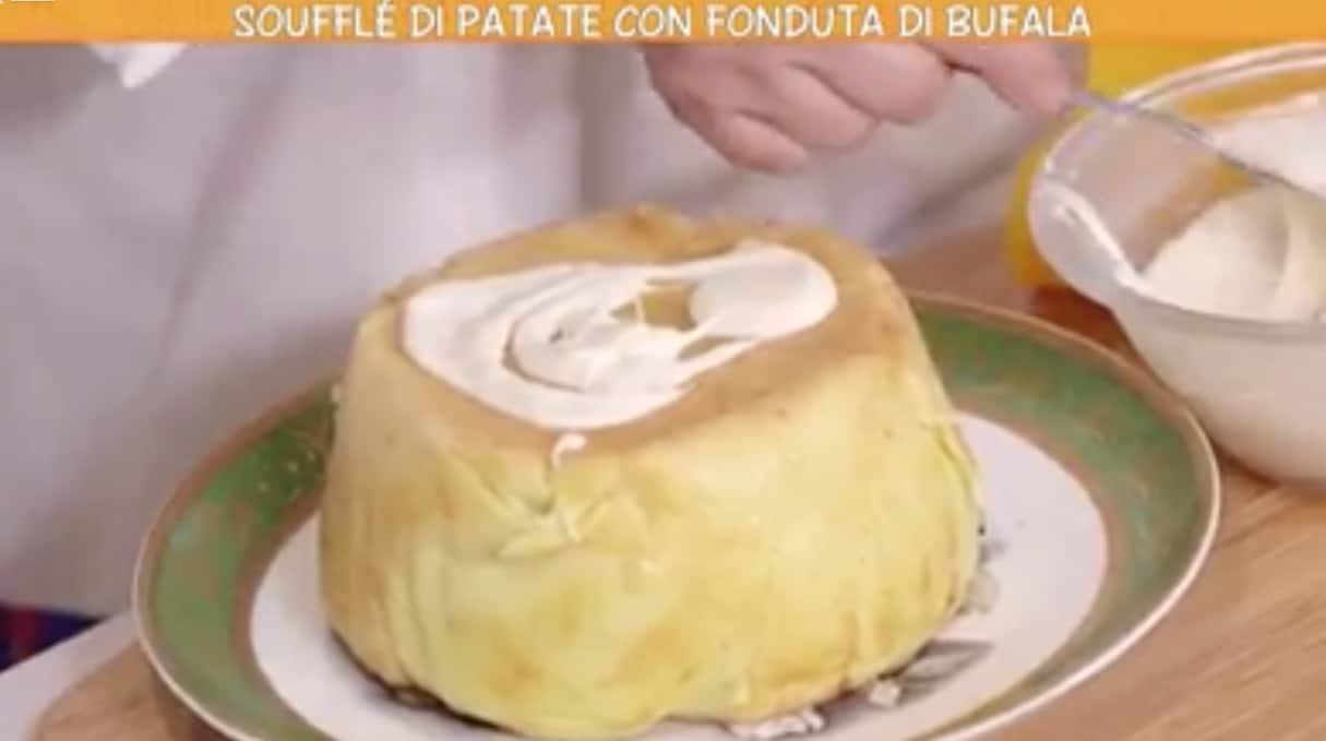 Da Ricette all'italiana il soufflé di patate con con fonduta di bufala di Anna Moroni