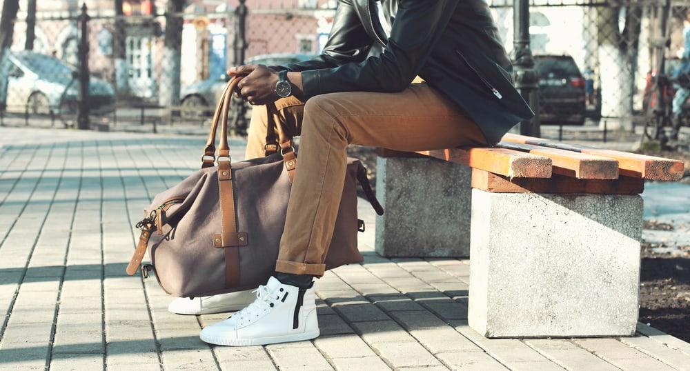 Le regole da seguire per indossare le sneakers in modo perfetto