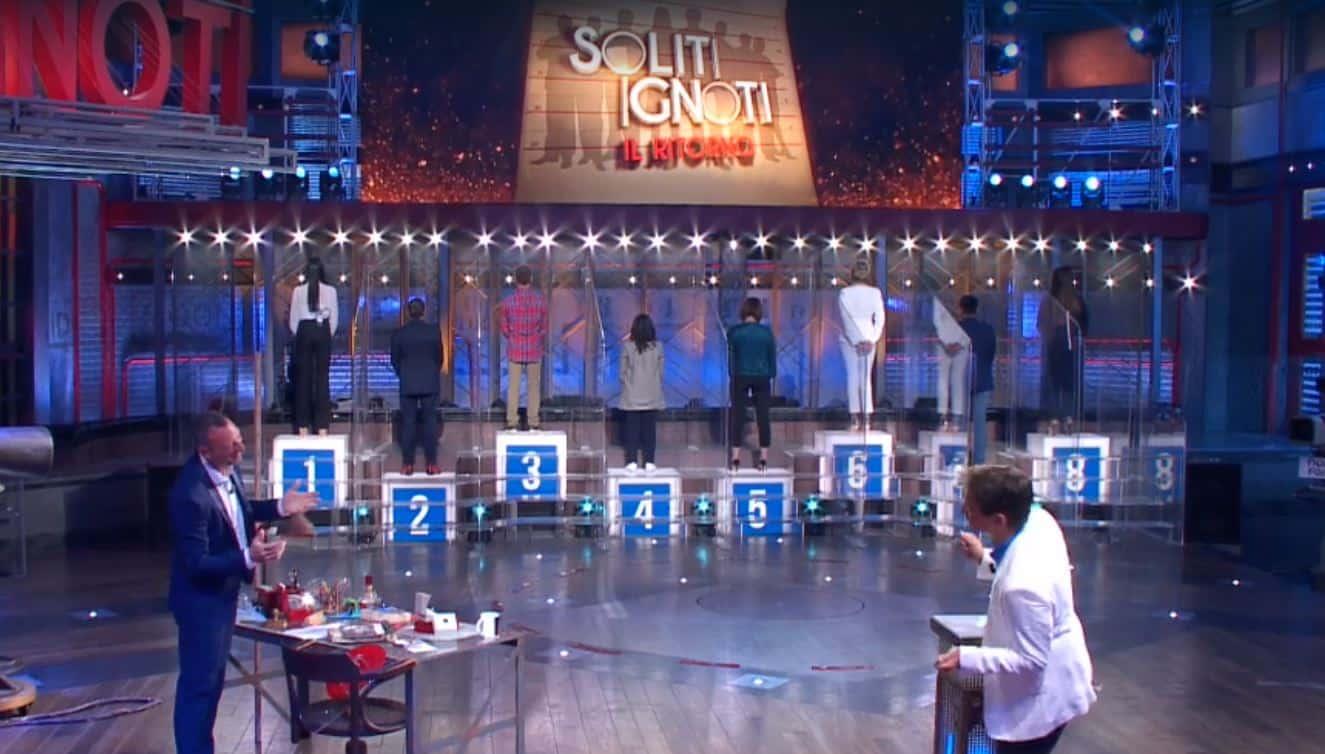 I Soliti Ignoti torna in diretta con nuove misure e concorrente vip: il pubblico premia ancora Amadeus