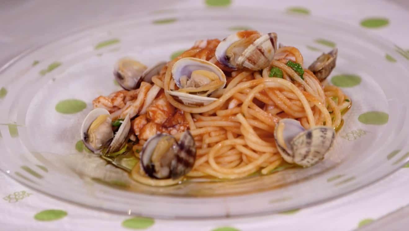 La ricetta degli spaghetti in salsa di mare di Anna Moroni per Ricette all'italiana