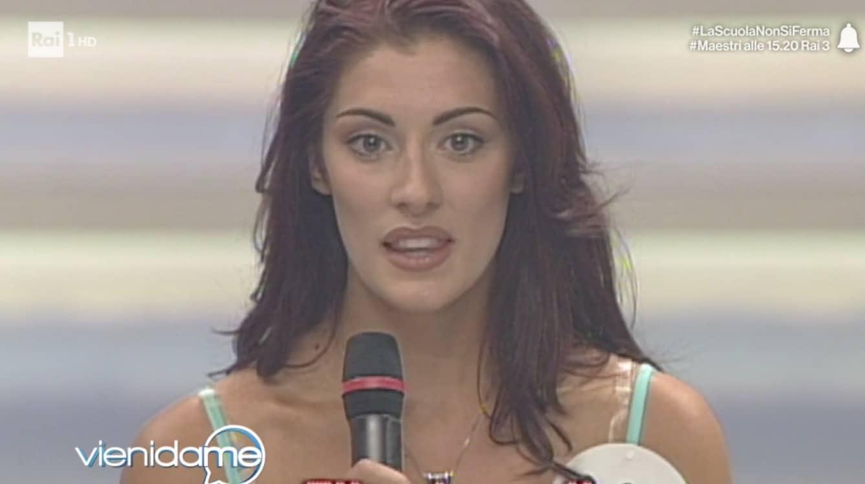 Da Miss Italia a oggi Elisa Isoardi fa notare la magrezza dei 17 anni (Foto)