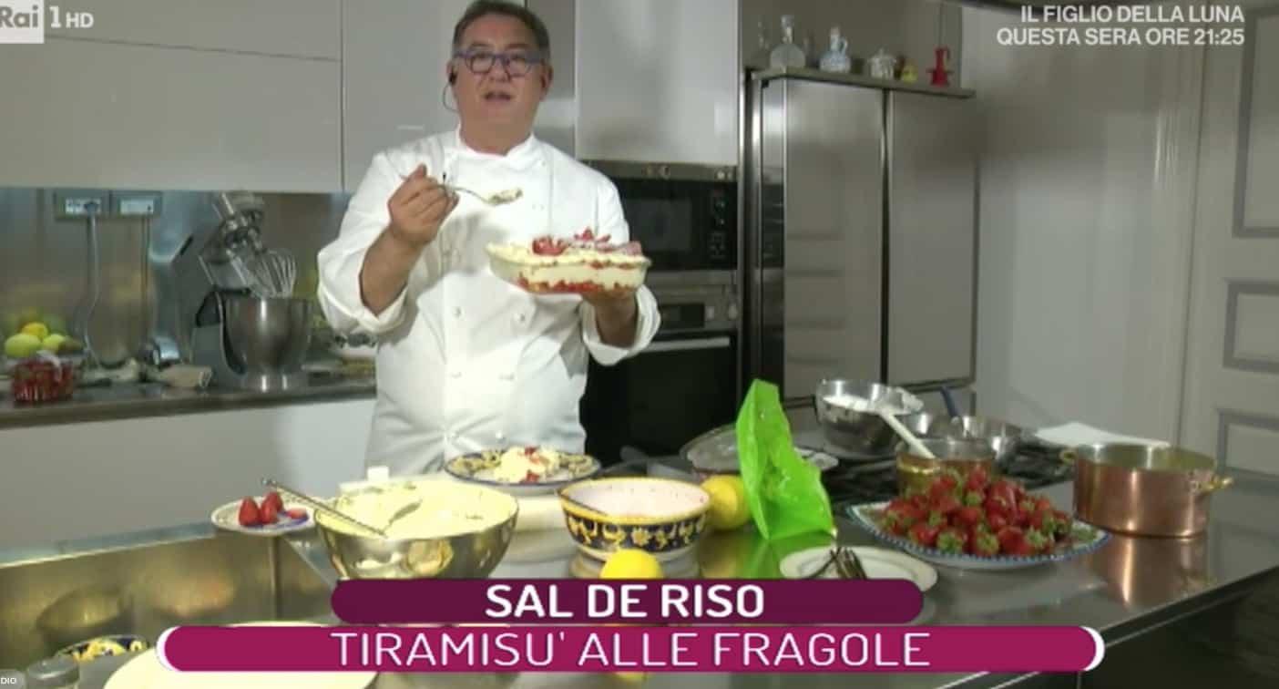 Sal De Riso prepara il tiramisù alle fragole, ricetta La prova del cuoco